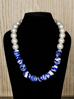 Snow Semiprecious Stone Necklace