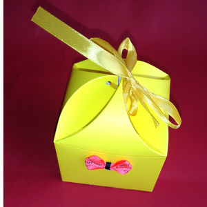 4 Petal Neyon Yellow Box