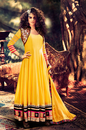 Kangana Ranuat Stylish Long Anarkali_7