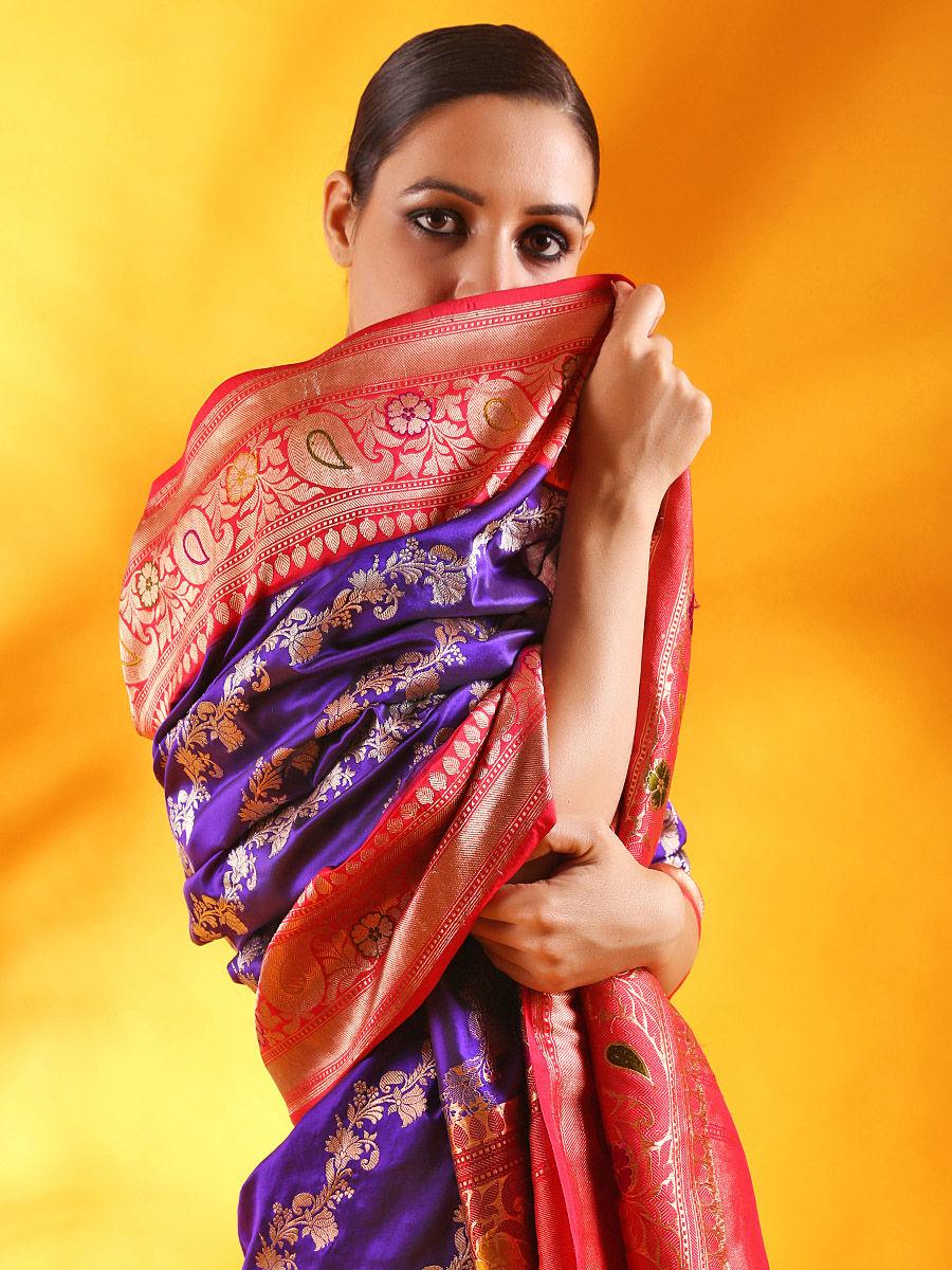 0018a1d068 Handwoven Banarasi Katan Silk Saree with Meenakari Kadhiyal Border
