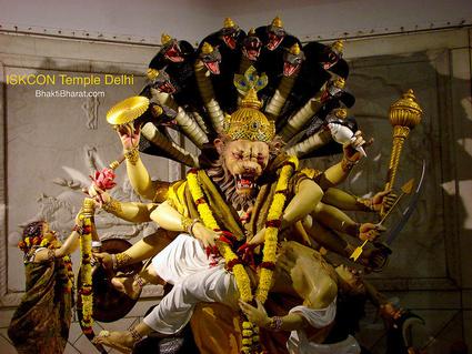 नृसिंह चतुर्दशी के दिन भगवान विष्णु अपने भक्त प्रहलाद के रक्षण हेतु अर्ध सिंह व अर्ध मनुष्य रूप में प्रकट हुए, भगवान के इस रूप को नृसिंह कहा गया।
