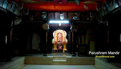 भगवान परशुराम का जन्म अक्षय तृतीया के दिन हुआ था अतः उनकी शस्त्रशक्ति भी अक्षय है।