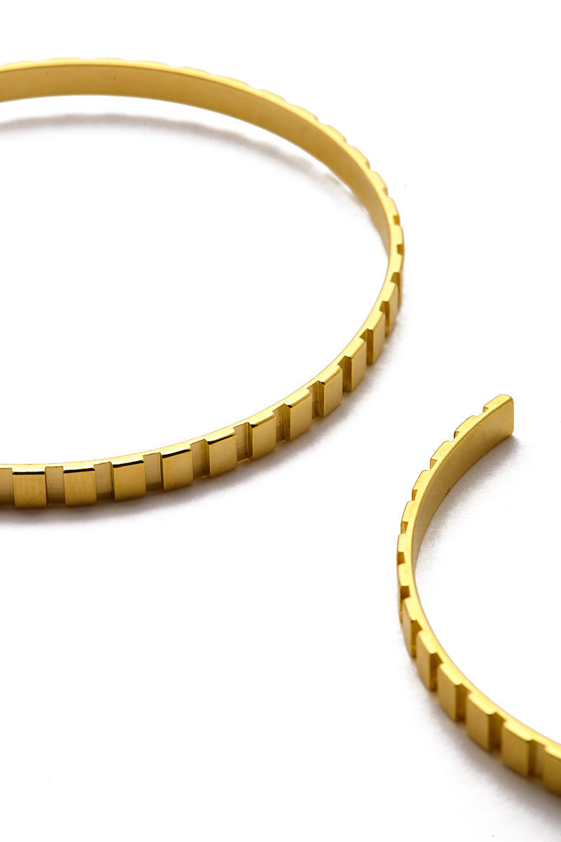 EKLEXIC Gold Rectangle Step Pattern Hoops Jewelry | Yellow Gold| Eklexic Gold Rectangle Step Pattern Hoops Close Up View