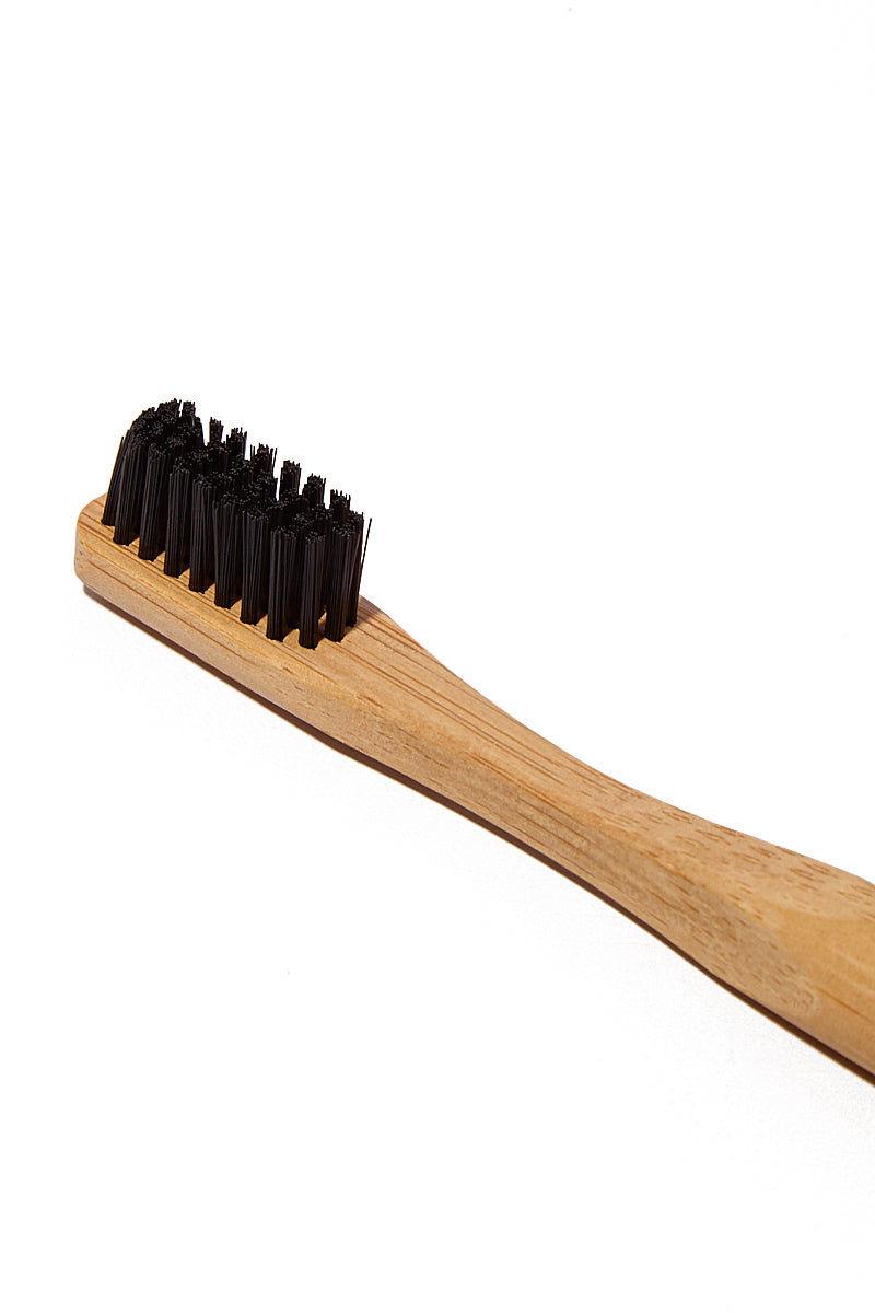 TERRA & CO Brilliant Black Set Beauty | Brilliant Black Set Toothbrush Detail View