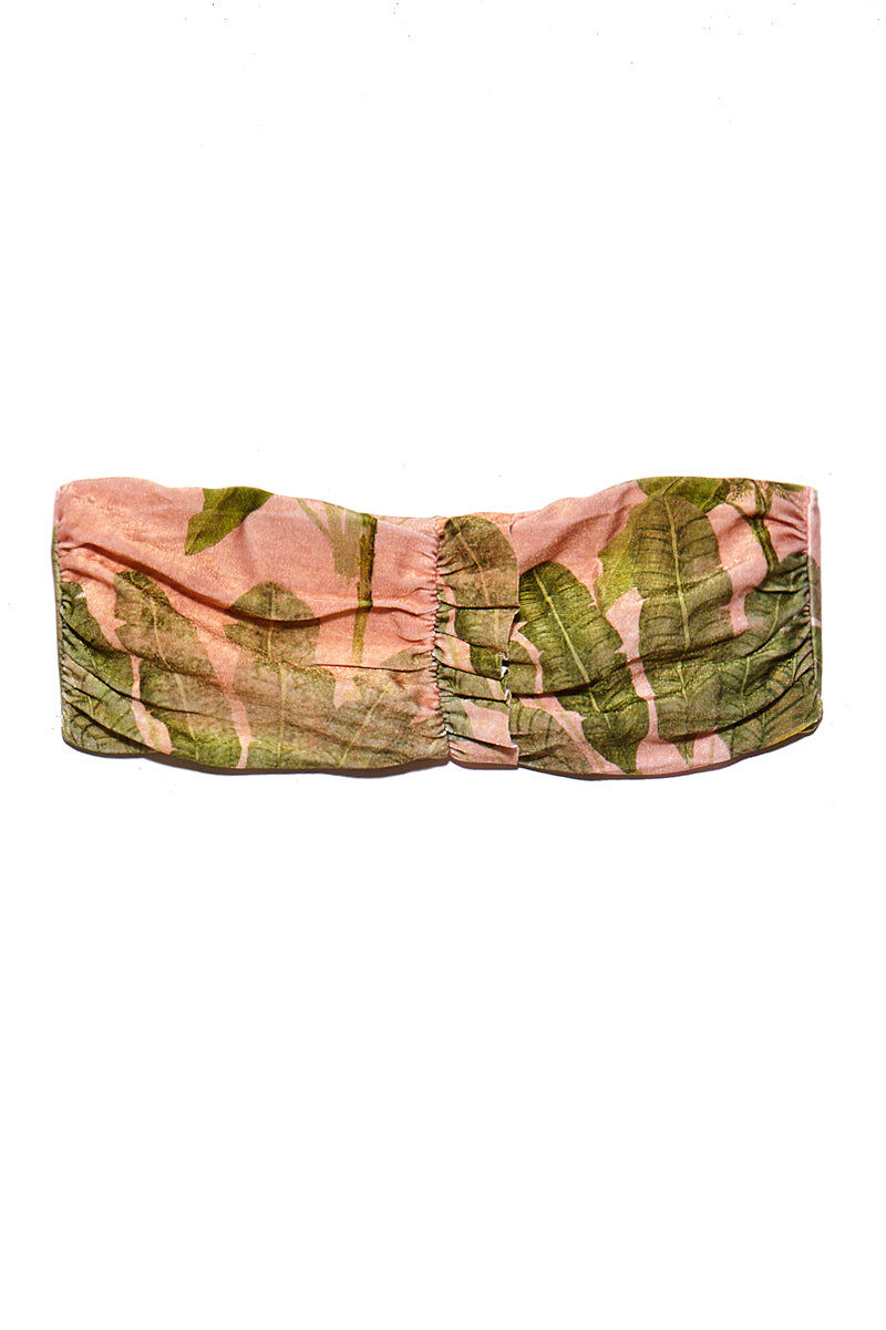 ADRIANA DEGREAS Toucan Strapless Bikini Top - Rose Salmon Bikini Top   Rose Salmon Adriana Degreas Toucan Strapless Bikini Top - Rose Salmon Features:  Bandeau bikini top Strapless Scrunch with little ruffle detail at front  Tropical print in rose salmon color Flatlay View