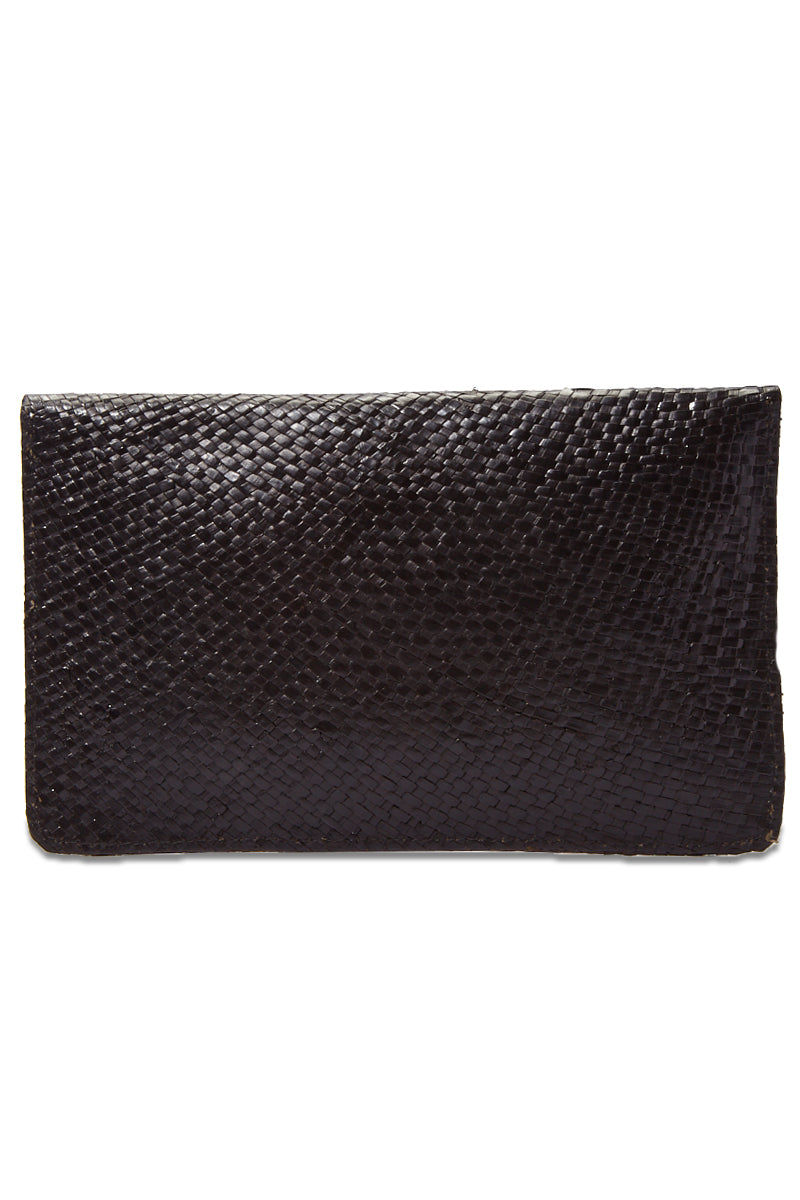 KAYU Capri Envelope Clutch Bag | Black| Kayu Capri Envelope Clutch Back View Envelope clutch  Handwoven natural straw and topped with a glimmering natural agate Optional drop-in chain strap Easily fits standard size cellphone