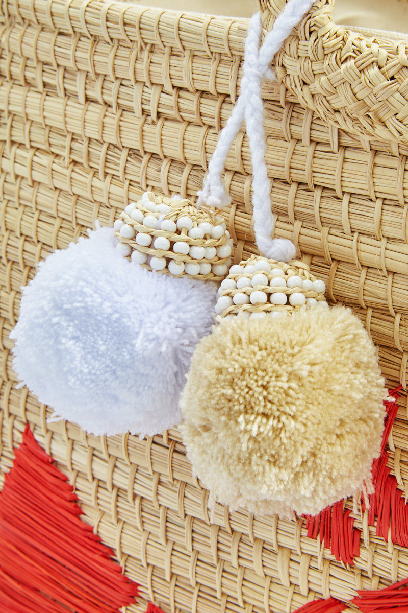 KA'IMIMA Langosta Large Bag - Coral Bag | Coral|Ka'imima Langosta Large Bag - Handmade with natural iraca palm Red Lobster embroidery White color Cotton and silk tassels Made in Colombia Detail View