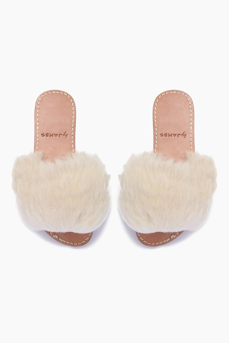 BYJAMES Borrego Sheep Fur Sandals - White Sheepskin Sandals | White Sheepskin| ByJAMES Borrego Sheep Fur Sandals - White Sheepskin Comfortable leather insole Front strap with white sheep fur  Handcrafted in Valladolid, Mexico Front View
