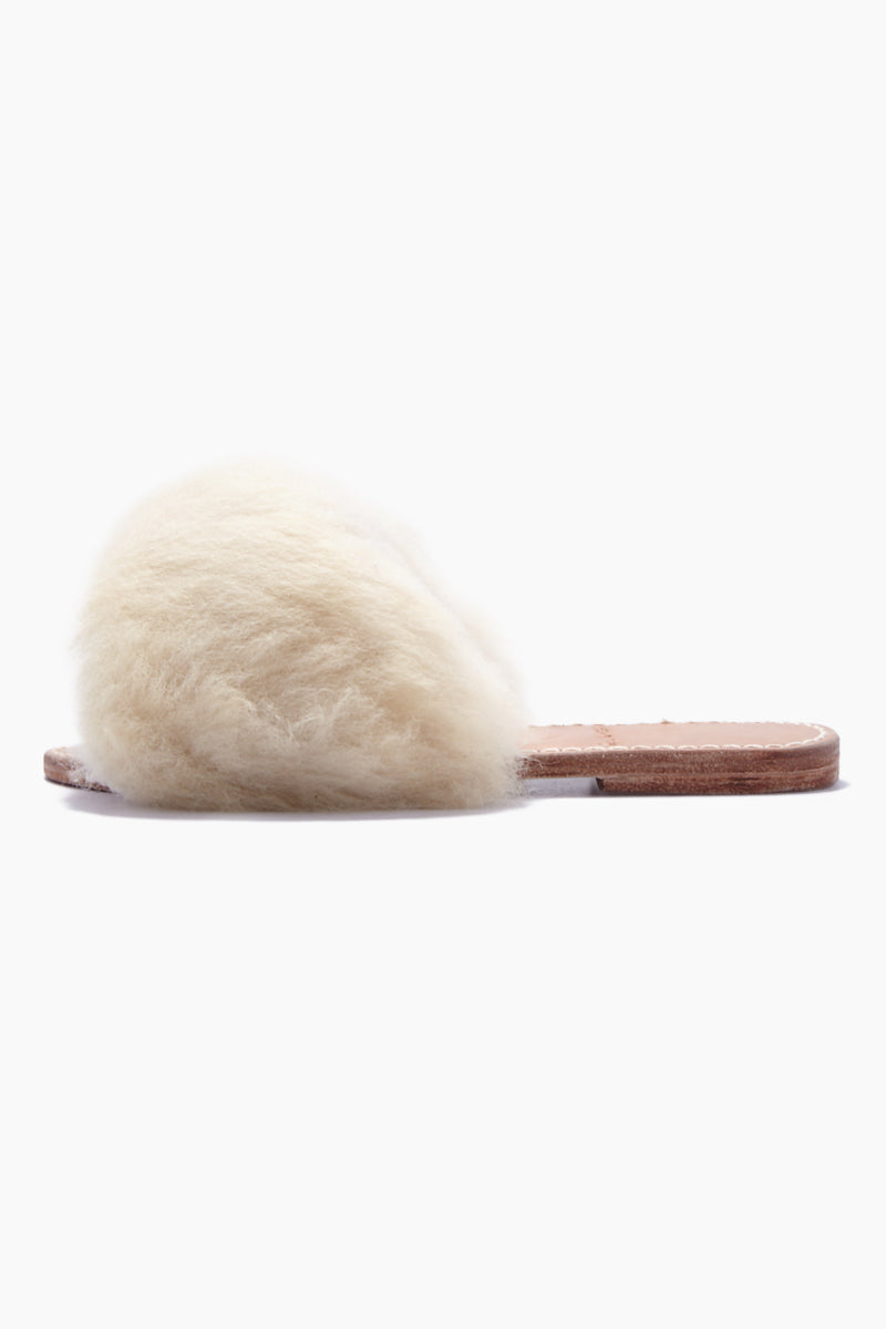 BYJAMES Borrego Sheep Fur Sandals - White Sheepskin Sandals | White Sheepskin| ByJAMES Borrego Sheep Fur Sandals - White Sheepskin Comfortable leather insole Front strap with white sheep fur  Handcrafted in Valladolid, Mexico Side View
