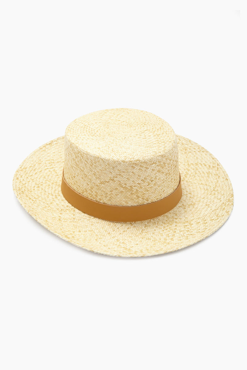KAYU Palenque Straw Boater Hat - Natural/Tan Hat | Natural/Tan| Kayu Palenque Hat - Natural/ Tan Classic Boater hat Made of Toquilla straw and features a leather band Handcrafted by skilled artisans in Ecuador Size Guide:   56-57 cm with adjustable band One size fits most  Front View
