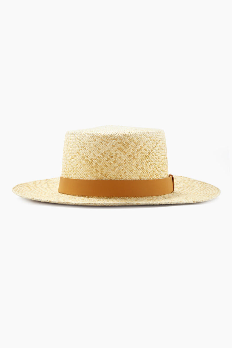 KAYU Palenque Straw Boater Hat - Natural/Tan Hat   Natural/Tan  Kayu Palenque Hat - Natural Classic Boater hat Made of Toquilla straw and features a leather band Handcrafted by skilled artisans in Ecuador Size Guide:   56-57 cm with adjustable band One size fits most  Side View