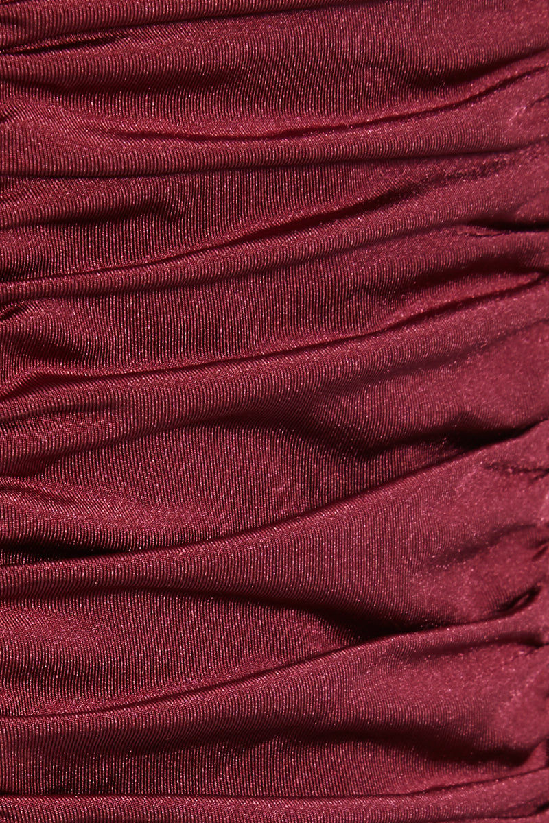 ROBYN LAWLEY Sophia D/DD Cup Gathered One Piece Swimsuit (Curves) - Merlot One Piece | Merlot| Robyn Lawley Sophia D/DD Cup Gathered One Piece Swimsuit (Curves) - Merlot Features:   Sweetheart neckline  Gathered detail  Back hook closure  Thick shoulder straps  Back cut out detail  Full coverage  Close View