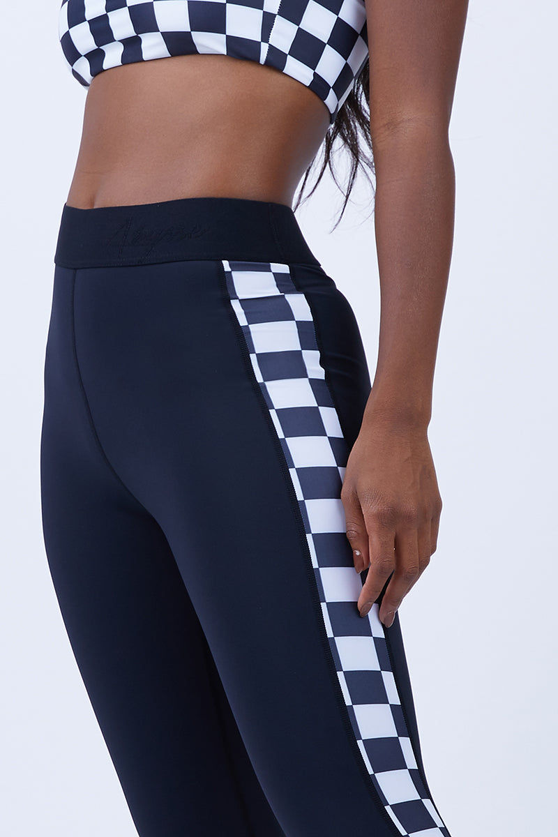 ABYSSE Junko Side Panel Leggings - Black And White Leggings | Black And White| Abysse Junko Side Panel Leggings - Black And White. Features:  Side Panel Feature Seamless: featuring ultrasonic welded seams Thermo welded pocket Aqua tech YKK zipper 2 inch elastic waistband Dry Fast and UV protective Muscle Compression fabric Front View