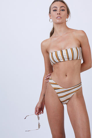 GILLIA Paola Bandeau Bikini Top - Retro Bikini Top | Retro| GILLIA Paola Bandeau Bikini Top - Retro Bandeau  Ties at Center Front or Center Back  Boning Sides  80% Nylon / 20% Spandex Made in Indonesia Front View