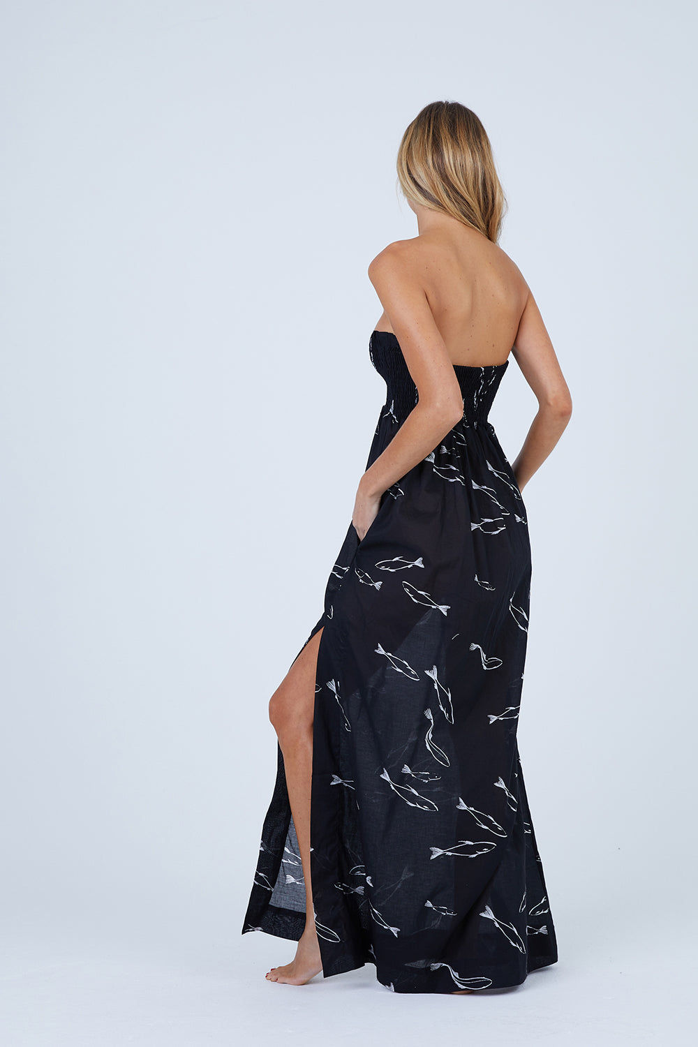 VILEBREQUIN Ficus Strapless Dress - Noir Dress   Noir  Vilebrequin Ficus Strapless Dress - Noir Strapless dress smocked bust  Slit at the right side  2 pockets 100% cotton Front View