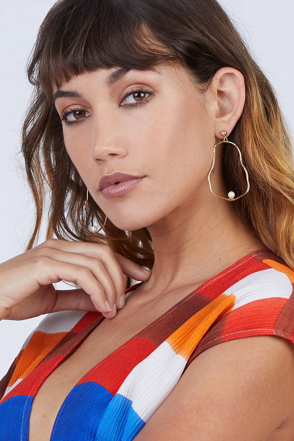 """DEA DIA JEWELRY Ostrea Pearl Hoop Earrings - Gold Jewelry 