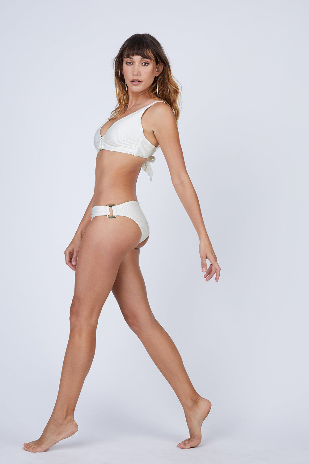 HEIDI KLEIN D-G Rectangle Ribbed  Bikini Top - Cream White Bikini Top | Cream White|  Heidi Klein D-G Rectangle Ribbed  Bikini Top - Cream White. Features:  Hardware at centre front and bone at side seam help with support and provide a luxurious finish. Underwired. The side seams and underarm coverage  provide support The bust is lined with sculpting fabric and the cradle is additionally lined in powermesh, thus making the top very supportive The bottom band ties are an adjustable tie back. The shoulder straps are adjustable in length and elasticated for comfort. Side View