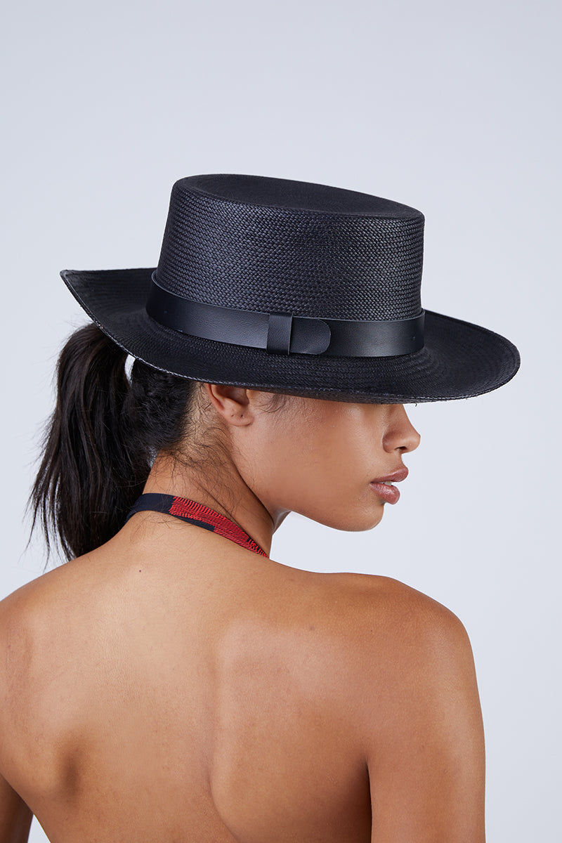 KAYU Palenque Straw Boater Hat - Black Hat | Black| Kayu Palenque Hat - Black Classic Boater hat Made of Toquilla straw and features a leather band Handcrafted by skilled artisans in Ecuador Size Guide:   56-57 cm with adjustable band One size fits most  Side View