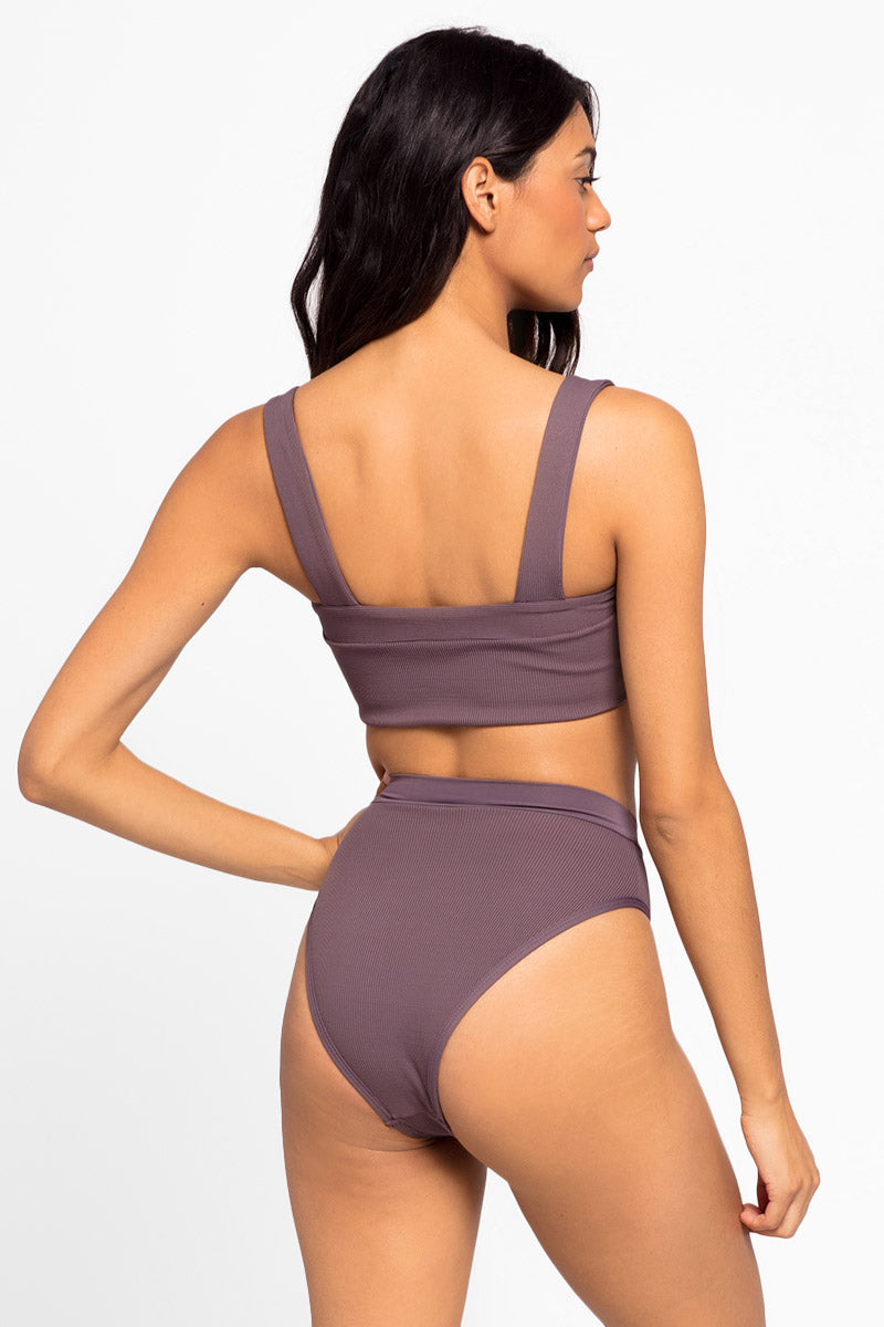 L SPACE Lee Lee V-Wire Bikini Top - Pebble Brown Bikini Top | Pebble Brown| L Space Lee Lee V-Wire Bikini Top - Pebble Brown Features:   V wire detail  Thick shoulder straps Back View