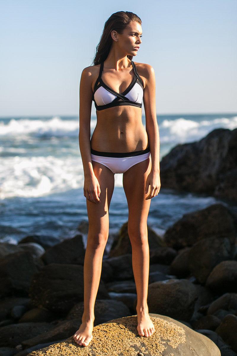 OYE SWIMWEAR Luna Bicolor Full Bikini Bottom - White & Black Bikini Bottom | White & Black| OYE Swimwear Luna Bicolor Full Bikini Bottom - White & Black Features: Fully coverage. Fully lined Front View