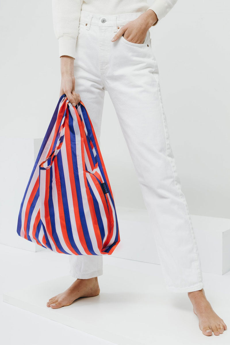 BAGGU Red Of 90s Market Bag - Red Bag | Red|Red Of 90S Bag -Features: Carry in your hand or over your shoulder Holds 2-3 plastic grocery bags worth of stuff Folds into a flat 5 in. x 5 in. pouch Holds 50 lbs 100% ripstop nylon Machine washable