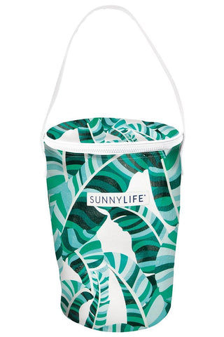 SUNNYLIFE Cooler Bucket Bag - Banana Palm Bag | Banana Palm| Sunnylife Cooler Bucket Bag - Banana Palm Front View Banana Palm Cooler Bucket Bag White Handle Straps Aluminium Interior  Top Zipper Closure  Capacity 9L. Can carry up to 4Lb. Suitable for ages 12+ Measurement: 9.5 x 9.5 x 13 In Material/s: Polyester, Aluminium Packaged: 12.5 x 11 x 1.9 In Weight: 0.9 Lbs