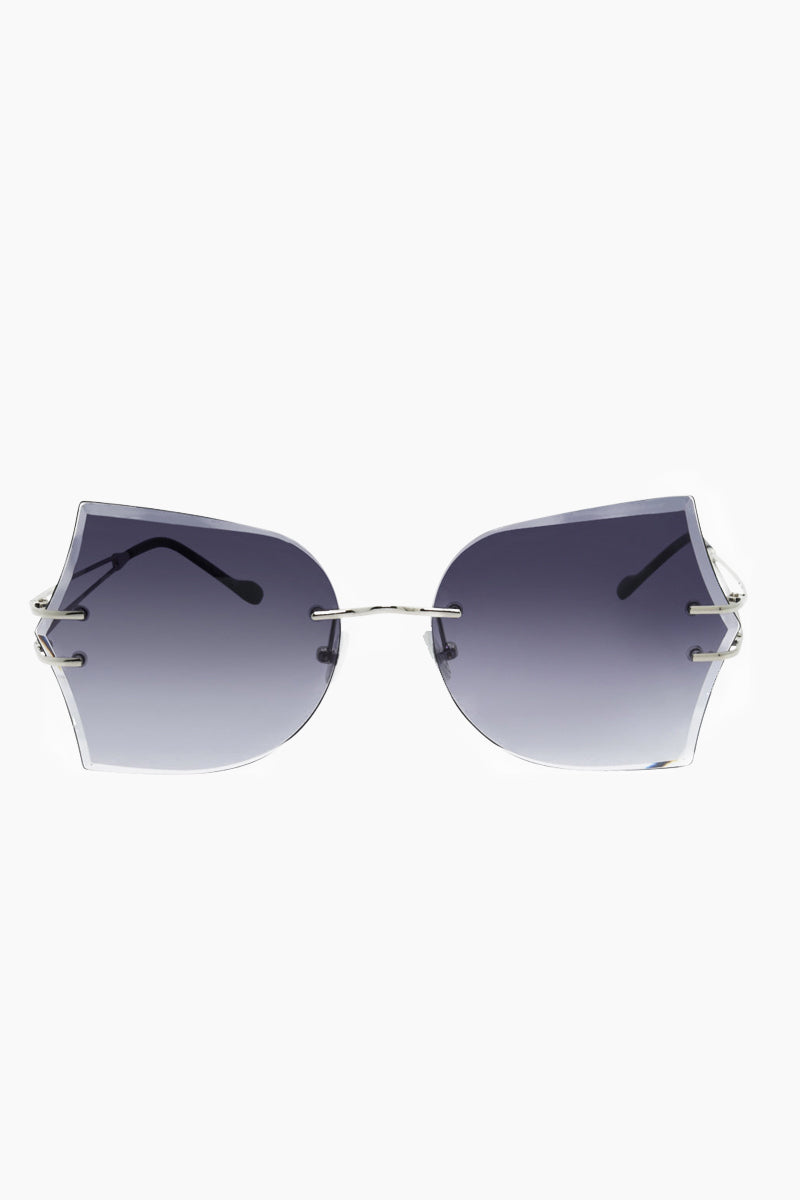 I-SEA Tallulah Sunglasses - Silver Sunglasses | Silver| I-Sea Tallulah Sunglasses - Silver Oversized Sunglasses Frame Color: Silver Lens Color: Smoke   Adjustable Nose Pads 100% UV / UVB Protection Front View