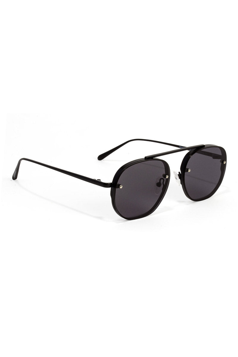 BONNIE CLYDE The Traction Sunglasses - Bushido Black Sunglasses | Bushido Black| Bonnie Clyde The Traction Sunglasses - Bushido Black. Features:  This style goes perfectly well with round, oval and oblong faces. Unisexual 100% UV Protection Glare reduction Scratch-resistant coating Made from High-Nickel