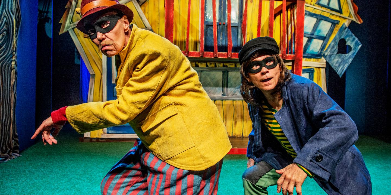 Bild från teaterföreställning, Dunder-Karlsson och Blom