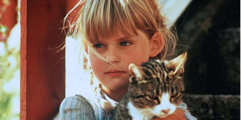 Ida i Lönneberga med sin katt