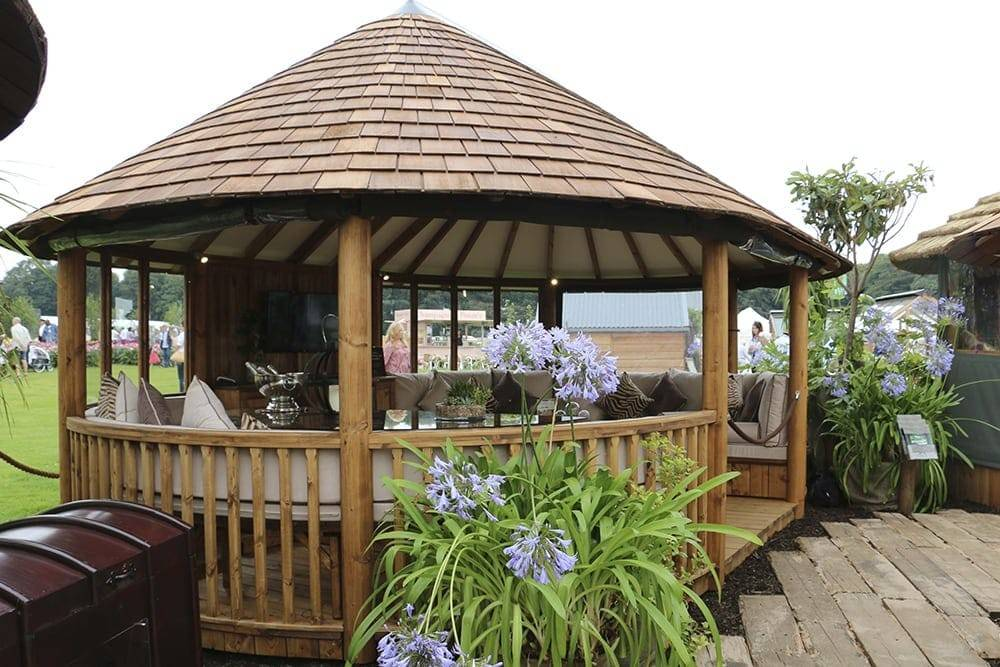 Breeze House Oval Cape