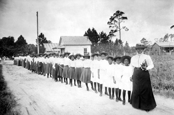 mary mcleod bethune with students from her school 85313