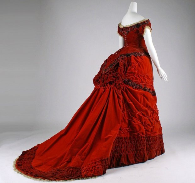 1875 British Ball Gown 2 via met museum Right Facing e1566338734196 f4205
