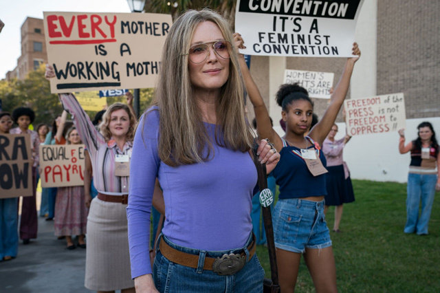 Julianne Moore in THE GLORIAS Photo Credit Dan McFadden Courtesy of Roadside Attractions and LD Entertainment.s 468aa