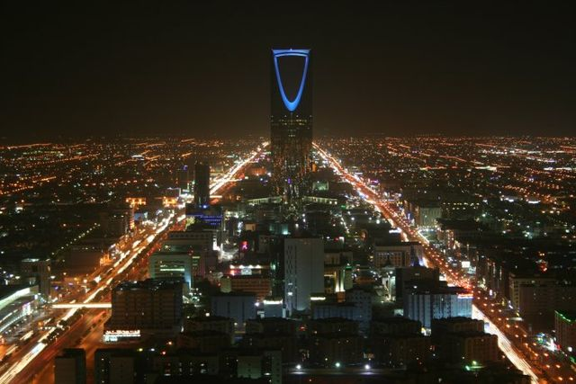 Kingdom Tower at night 06e56