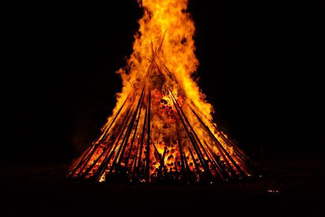 midsummer fire burn blaze flame red yellow dark 1350279.jpgd 7d5b7