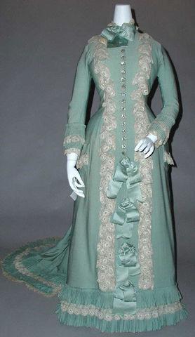 1890 French Silk Tea Gown via Met Museum dd7c2