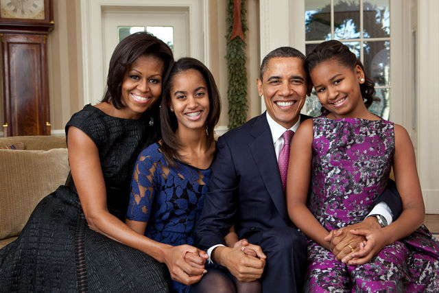 Barack Obama family portrait 2011 d6408