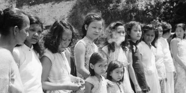 a row of comfort women bb44f