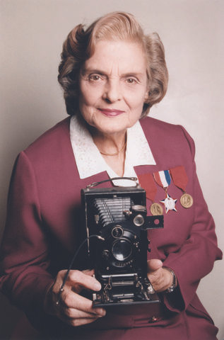 faye schulman with her camera d7972