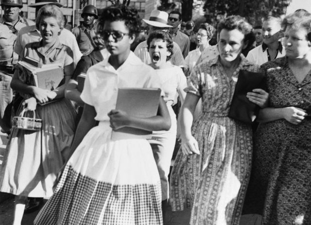 the infamous 1957 image of 15 yr old elizabeth eckford walking to little rock central high school 292fd