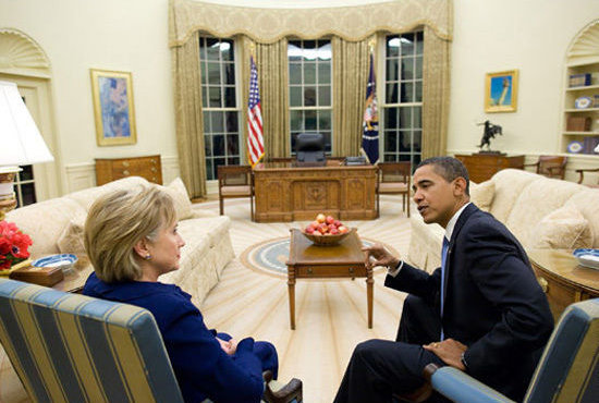 Barack Obama and Hillary Clinton in the Oval Office 6b5b9