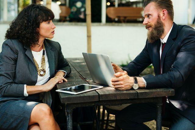 brainstorming businessman businesswoman 615475 1cc06