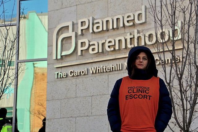 800px A clinic escort outside the Planned Parenthood Carol Whitehill Moses Center 38949360565 c6173