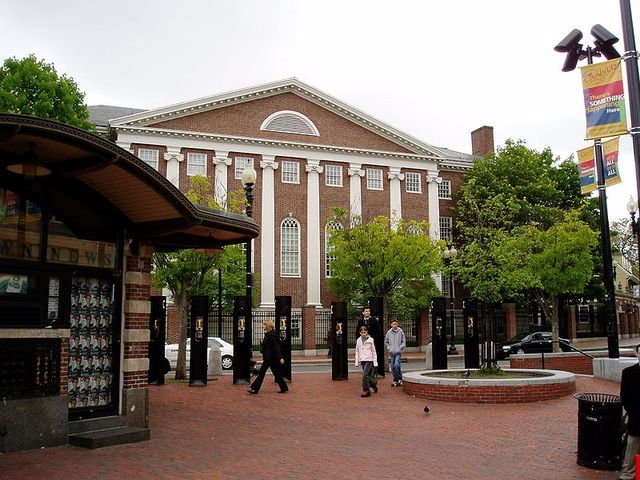 800px Cambridge Harvard Square 5b9a2