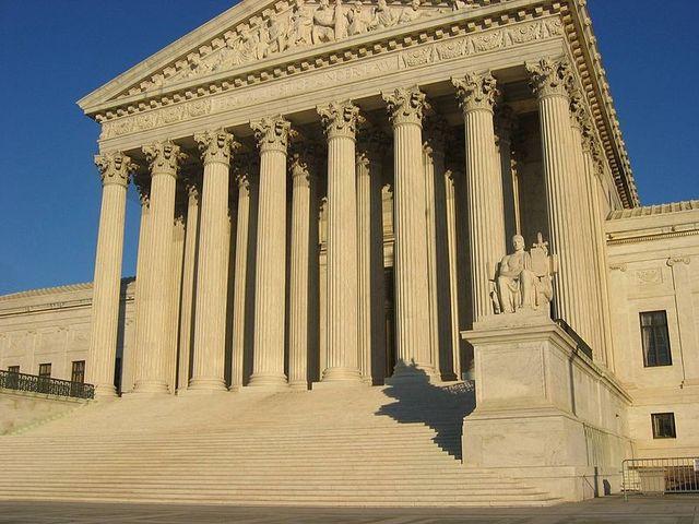 800px US Supreme Court Building f6419