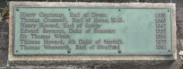 plaque at scaffold site on tower hill 768x291 14062