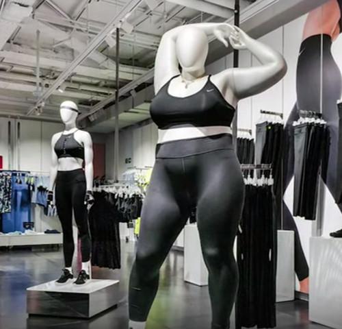 plus size mannequin 485e7