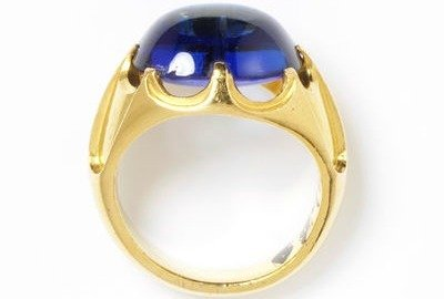 1850 sapphire and gold ring via victoria and albert museum1 b46b0