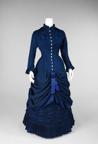 1881 gown of wool linen and silk with mother of pearl buttons american 1881 image via met museum f6ddc